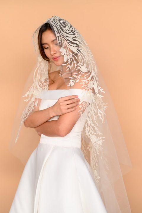 Mantilla Veil Side
